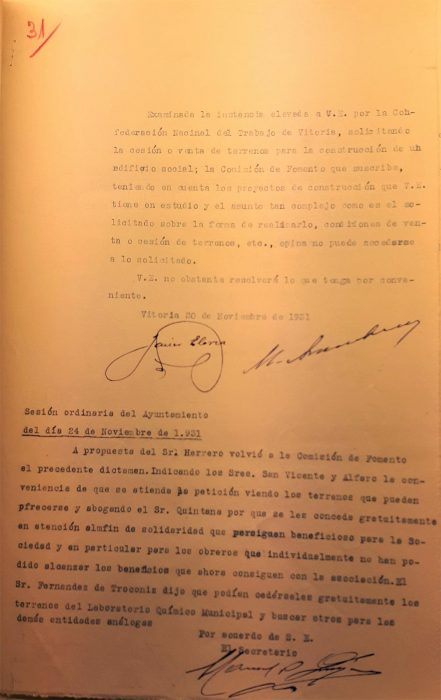 20 y 24-11-1931. CNT Sindicato Único de Vitoria. Solicitud solar para local social. Comisión de Fomento del Ayuntamiento al alcalde