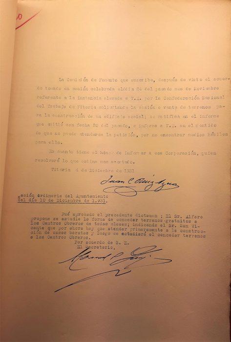 4 y 10-12-1931. CNT Sindicato Único de Vitoria. Solicitud solar para local social. Comisión de Fomento del Ayuntamiento al alcalde